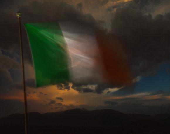 #insolitaestoria: inno e bandiera